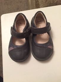 Clarks 3F girls shoes