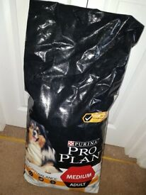 Unopened Purina pro plan medium adult 14kg sack dog food