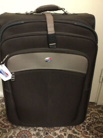 Brand new American tourister 4 wheels suitcase with handle in very good condition only £25