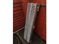 2 drainage channels ( stainless steel /concrete