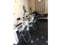 (NAIL TECHNICIAN) TABLES FOR RENT £70 PER WEEK