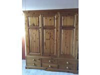 Triple wardrobe with six drawers