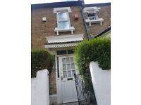 DOUBLE ROOM TO LET IN EAST HAM, FULLY FURNISHED HOUSE!!!!
