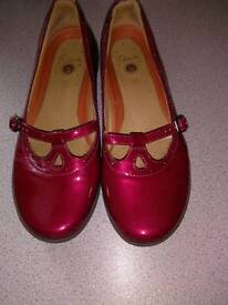 CLARK'S, RED PATENT LEATHER SHOE SIZE 39