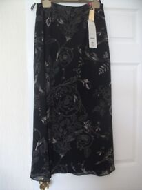 LADIES SKIRT - MARKS AND SPENCER - BLACK / BEIGE - SIZE 16 - BRAND NEW WITH TAGS
