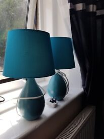 2 lamps blue and 2 lamps red