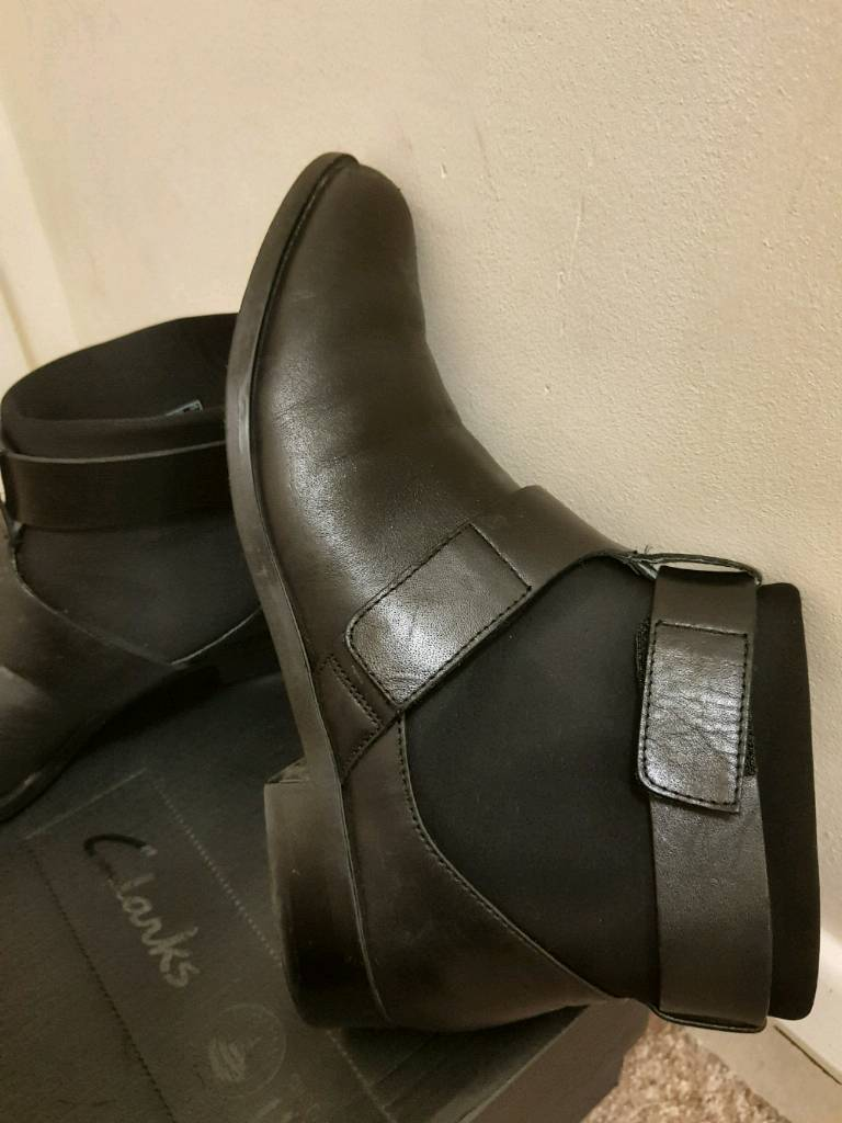Womens Clarks size 4 boots