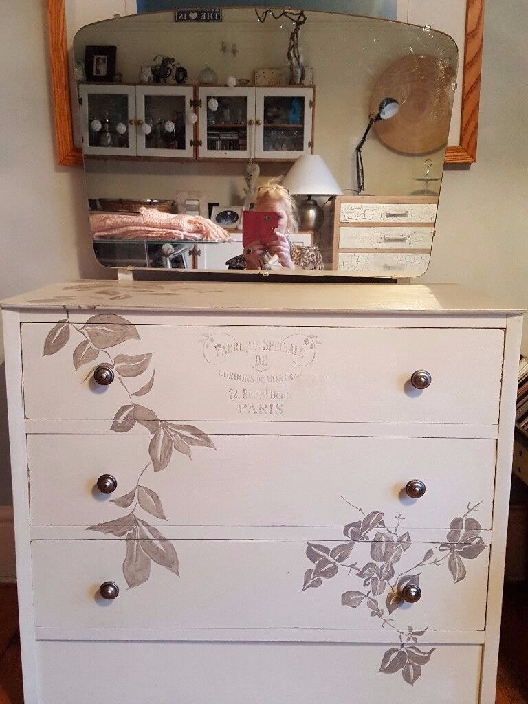smll dressing table