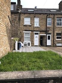 A FULLY MODERNISED 4 BEDROOM PERFECT STUDENT HOUSE INC BILLS