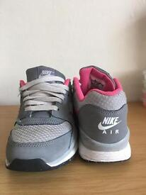 Girls/womens nike air trainers size 3