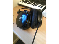 Audio Technica ATH A700 Headphones in good condition