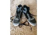 Cross-hatch grey/black trainers UK size 8