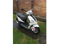 Piaggio Fly 125cc White, THIS BIKE HAS ONLY DONE 9 miles.