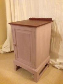 Pretty little cupboard / side table