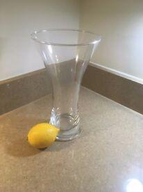 Glass vase - Elegant, clear, tall and sturdy