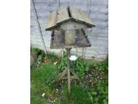 Bird table and 2 feeders