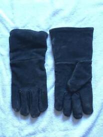 Heat resistant fire gloves for log burner