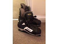 Ice skates, excellent condition