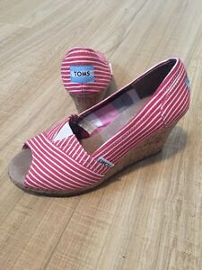 Chaussures TOMS (pointure 5)