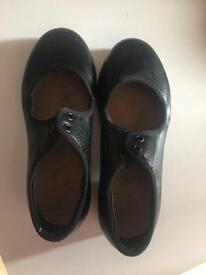 Size 10 girls Bloch tap dancing shoes