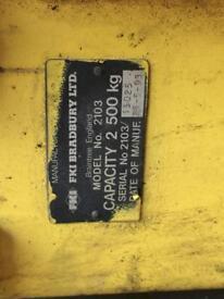 2500kg • 2 POSTER CAR RAMP • BRADBURY • MECHANICAL •