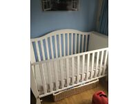 white cot/daybed