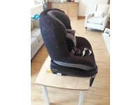 Maxi Cosi Pearl Car Seat & Maxi Cosi Family Fix Base