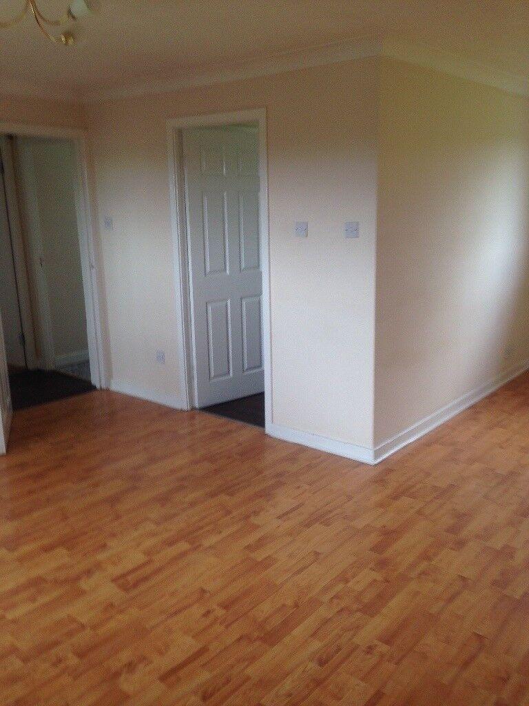 2 double bedroom top floor flat in victoria street, craigshill, livingston
