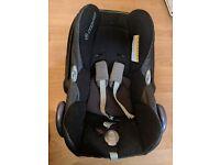 Maxi Cosi Pebble Car Seat with New Born baby insert