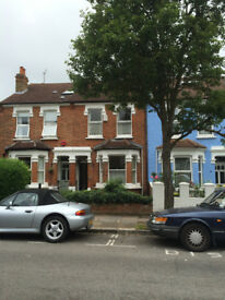 Single Room in Victorian house 150m from Northfields Piccadilly Station.