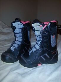 Snowboard Boots Salomon Ivy Womens Size 5.5 Black and Pink