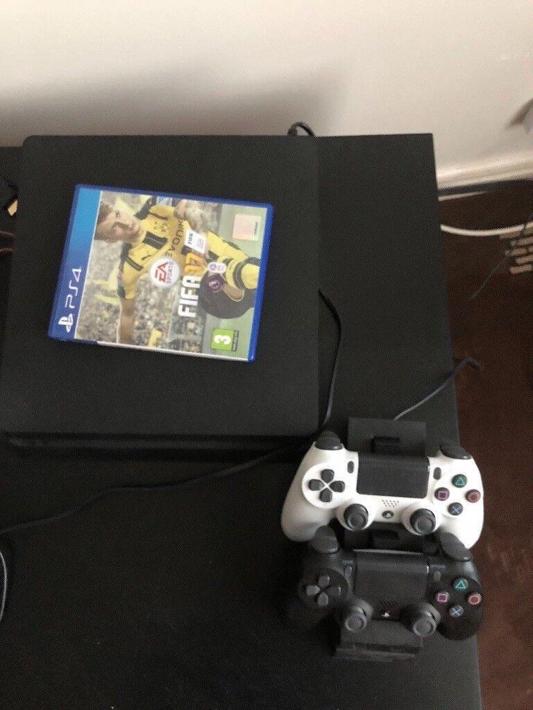 PlayStation 4 Slim 500gb + additional DualShock + docking station