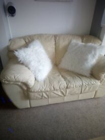 2&3 seater cream lether sofa in good condition!!!