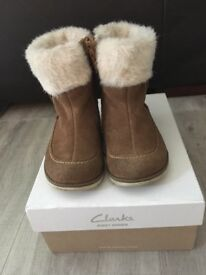 Clarks infant winter boots size UK5F