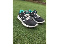 Nike Free Run 2.0 Size 5 Unisex