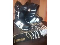 Mens UK size 9 NITRO ANTHEM snowboard boots - MINT CONDITION used once