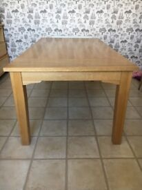 Lovely 6ft dining table - good condition.