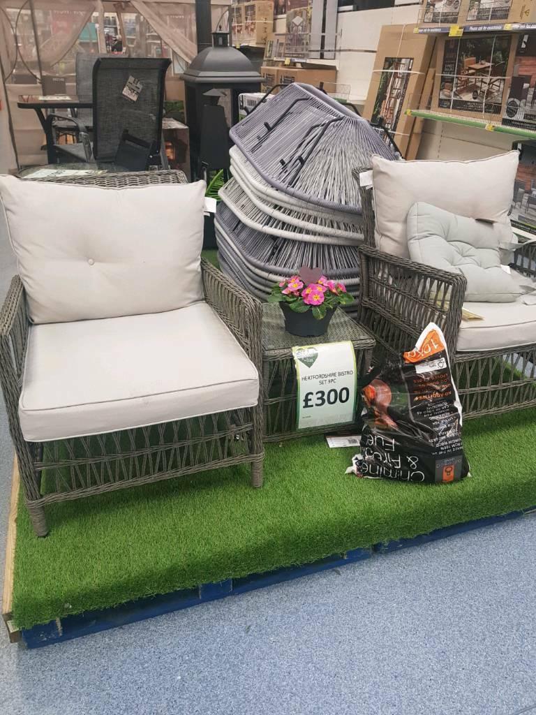 BRAND NEW IN BOX B&M luxury garden furniture.Quailty set ...
