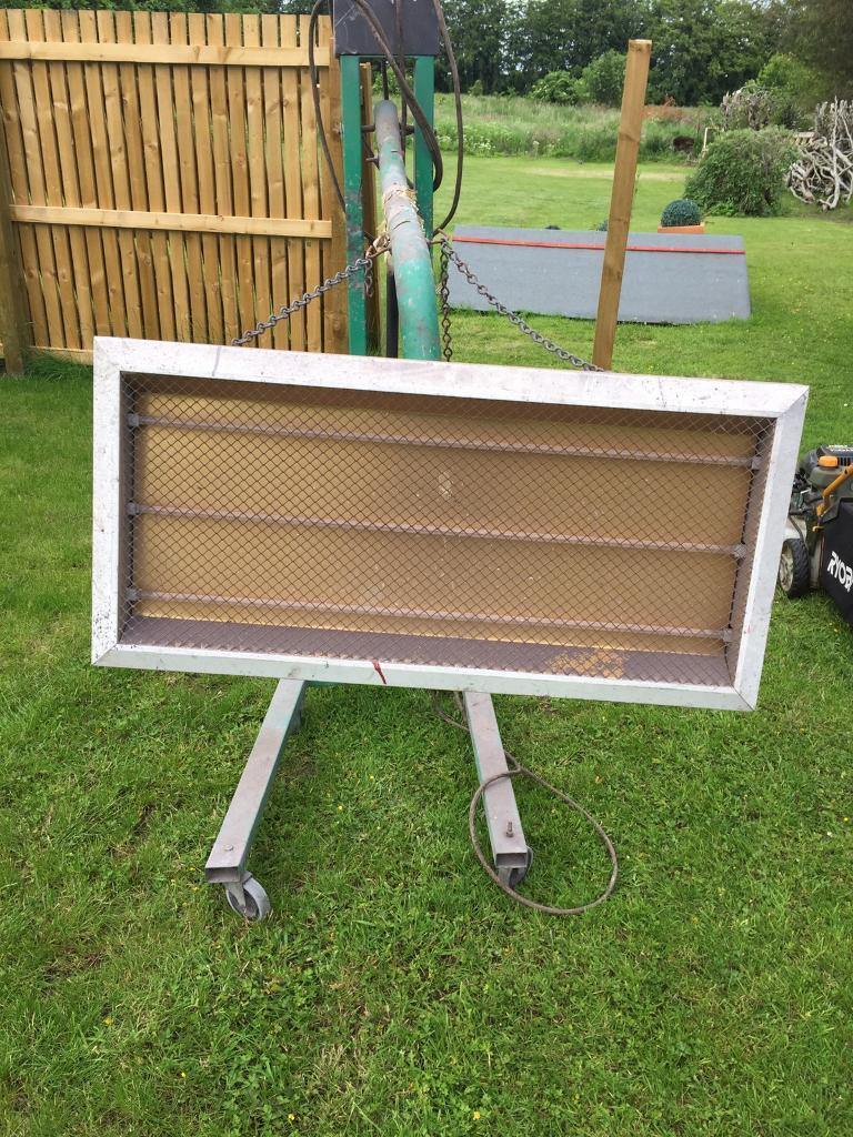 Heat lampin Elgin, MorayGumtree - Heat lamp for paint curing. Old but in working order. Buyer to collect