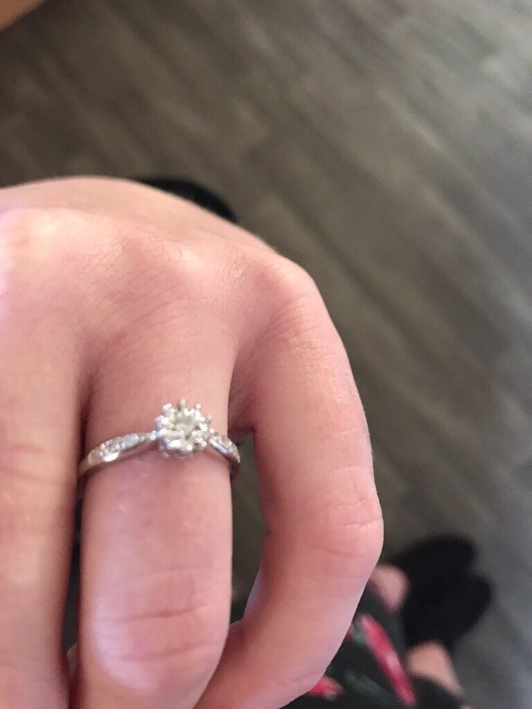 New 9ct white gold engagement ring 0.10ct of diamond bargain   in ...