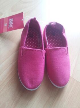 Verkaufe Sommerschuhe Slipper rosa pink Gr. 25 NEU mit Etikett in Hannover e14ceec2ba