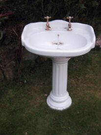 Wash basin with 'gold taps'. Also shower head in gold.