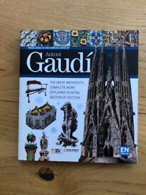 Antoni Gaudi (Visual guide to his complete works)