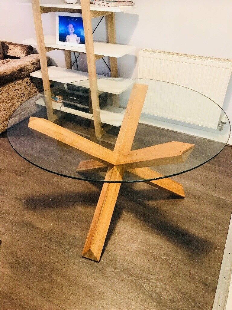 Dining table Glass and Oak round seats 4-6
