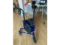Walker with carrybag and lockable brakes