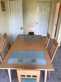 6 SEATER DINING TABLE (fantastic condition) table folds up