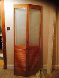 Pine foliding door with unused foling gear