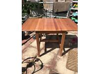 lovely wood extendable dining tabl