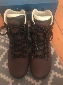 Women's size 8 Mountain Warehouse trekking boots: *NEW*