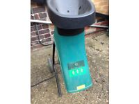 Electric garden waste shredder/chipper